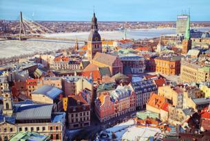 Repúblicas bálticas con San Petersburgo a tu aire en coche de alquiler