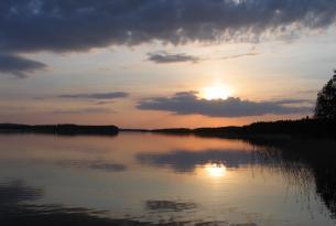 Finlandia a tu aire con cabaña en el lago Saimaa y coche de alquiler