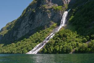 Noruega y los fiordos del sur, las islas Lofoten y safari de ballenas