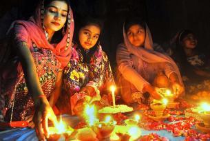 Vive el año nuevo Hindú Diwali. La fiesta de las luces en Rajasthan