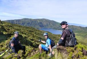 Viaje en bicicleta. All Mountain por Sao Miguel (Azores). MTB, en lujosa casa rural.