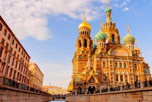 Armenia y San Petersburgo: cultura y paisajes en grupo reducido