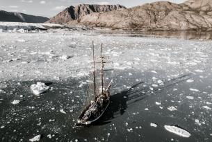 Iceberg y glaciares en Groenlandia en grupo