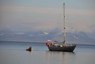Lo Mejor de Svalbard en Velero, Trekking y Kayak.