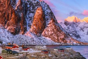 Puente de la Constitución en Suecia y Noruega: trineo de perros en Kiruna y Auroras Boreales en Lofoten