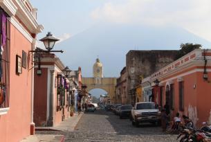 Guatemala clásica: Lago Atitlán y Antigua