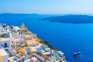 Santorini: lujo y relax en la bella isla griega