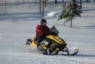Viaje en moto de nieve Canadá Montreal Raid Amerindias.