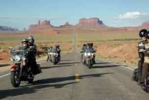 Viaje en moto Ruta Sturgis con guía de habla inglesa.