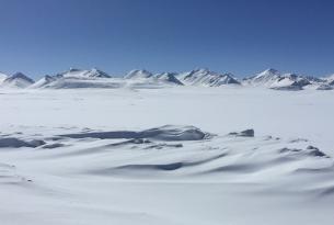 Viaje en moto de nieve Kyrgyzstan montañas de Tian Shan