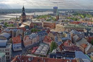 Tour en grupo por las capitales del Báltico (Helsinki, Tallin, Riga) con noche de crucero y estancia final en Estocolmo