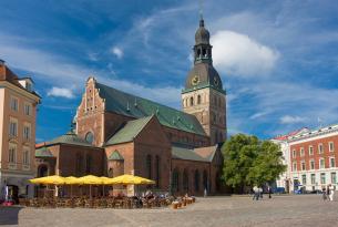 Paises Balticos en grupo (media pensión)